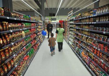 Daleko od normalnog života: Potrošačka korpa šuplja na sve strane