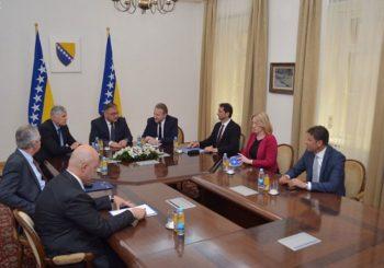 Luksuz u Predsjedništvu BiH: Više od 60.000 KM za konferencijski sto i specijalne zavjese