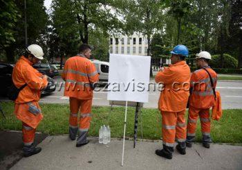 Radnici Mitala ispred Narodne skupštine čekaju odluku o prodaji Ljubije