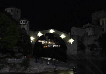 Mostar tuguje: Stari most obasjalo pet zvijezda