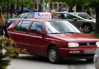 Vlasnik auto-škole iz Prnjavora optužen za falsifikovanje uvjerenja o vozačkom ispitu