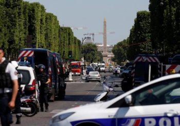 Pariz: Autom punim ekspoloziva zabio se u policijsko vozilo, napadač mrtav