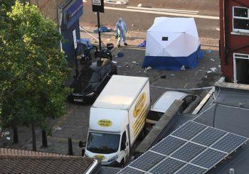 London: Zaletio se kombijem na vjernike ispred džamije, uhvatili ga građani