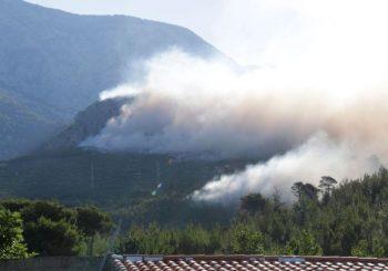 Drama na Makarskoj rivijeri: U gašenju požara pomaže i vojska