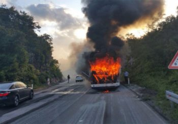 Zapalio se autobus pun putnika na Vlašiću
