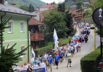 """Učesnici marša """"Žepa-Potočari"""" opet sa ratnim zastavama takozvane Armije BiH"""