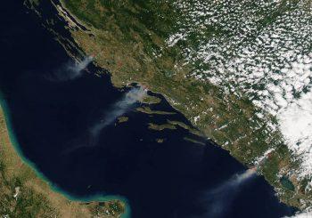 NASA snimila požare u Hrvatskoj i Crnoj Gori, dim se vidi iz svemira