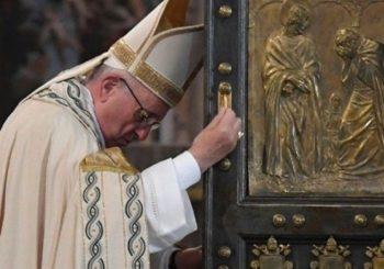 Novi skandal: Bliski papin saradnik se predozirao na homoseksualnoj orgiji