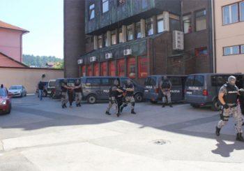 Velika policijska akcija u Tuzli, uhapšeno 12 osoba