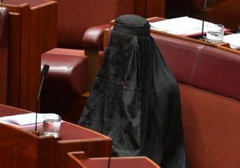 Australijska desničarska se pojavila u burki u parlamentu