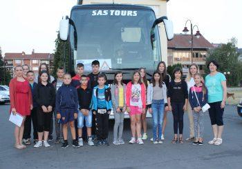 Ugljevik: Djeca otputovala na besplatno ljetovanje u Bečiće