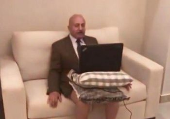 Hit snimak: Intervju političkog analitičara za vijesti u... gaćama