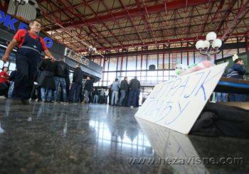 Željezničari nastavili štrajk glađu: Odavde nas mogu iznijeti samo na nosilima