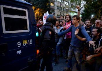 """Španija: Policija hapsi, Katalonci protestuju i pitaju """"Gdje je Evropa?"""""""