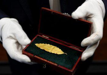 Zlatni lovorov list s Napoleonove krune prodat za 625.000 evra