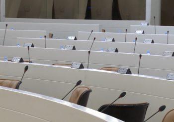 KOŠARAC: SNSD će tražiti postavljanje zastava RS i u zgradama Parlamenta BiH i Savjeta ministara