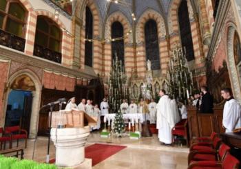 Katolici proslavljaju Božić: Ponoćke održane širom BiH