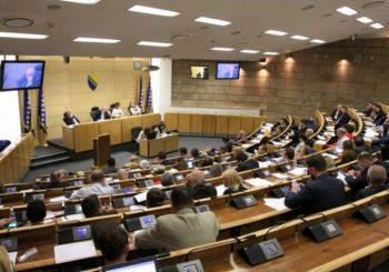 PARLAMENT FBIH: SDA, SBB, SDP i DF izglasali Zakon o izbornim jedinicama, HDZ bojkotovao sjednicu