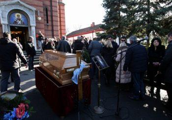 Sahrana na Novom groblju: Građani odaju poštu Ivanoviću