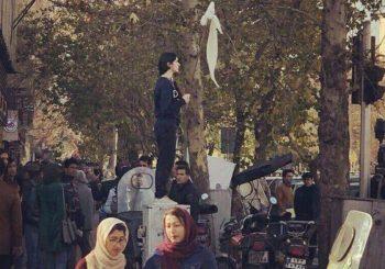 Žena skinula hidžab, postala simbol otpora u Iranu