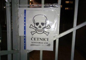 Plakat sa mrtvačkom glavom na zgradi ambasade Srbije u Sarajevu, burne reakcije u RS