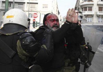 """Sukobi u """"okupiranoj"""" Atini: Krvave glave i baklje"""
