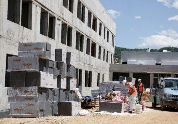 Državni zatvor BiH se gradi 12 godina, košta 40 miliona KM, a sada pod istragom za pranje novca