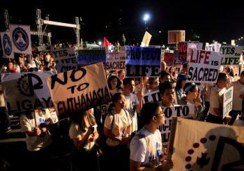 """Katolička crkva na čelu demonstracija protiv Dutertea, traže kraj filipinskog """"rata sa dilerima"""""""