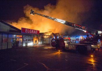 Istresao pepeljaru sa neugašenim opušcima u smeće, zapalio pet hala tržnog centra