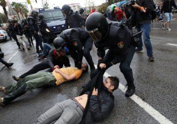 Španski kralj Felipe VI u prvoj posjeti Kataloniji nakon referenduma, 19 povrijeđenih u protestima