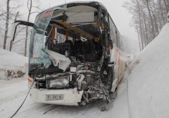 U sudaru autobusa i kamiona 14 povrijeđenih, ima i životno ugroženih