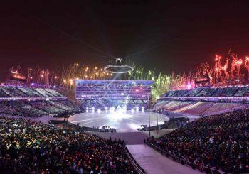 Otvorena Zimska olimpijada, sportisti dvije Koreje zajedno na stadionu, Togoanac go do pojasa
