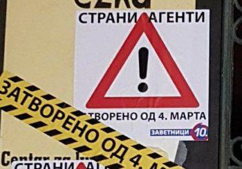 """""""Zatvoreno od 4. marta"""": Zavetnici oblijepili vrata kancelarije Žena u crnom prijetećim porukama"""