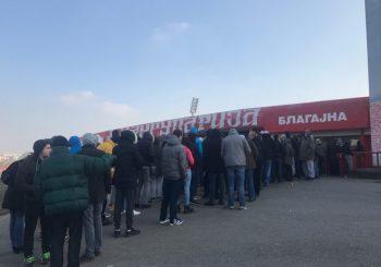 Uoči meča sa CSKA, igrači Crvene zvezde dobili pola miliona evra, navijači u kolonama za karte