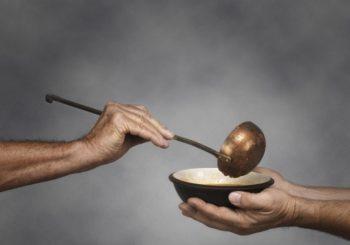POTREBNA POMOĆ Sve duži redovi ispred javnih kuhinja