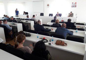 SJEDNICA NA IVICI TUČE SNSD sačuvao većinu u Bileći uz pomoć odbornika PDP-a