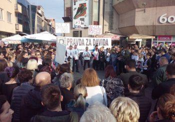 PRAVDA ZA DAVIDA Građani i dalje na trgu, MUP se svađa s političarima, tužioci traže strpljenje