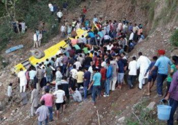 TRAGEDIJA U INDIJI Autobus sletio u ambis, među najmanje 30 poginulih 27 djece