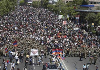 PROTEST U JERMENIJI Demonstracije nastavljene, opozicija traži premijersko mjesto