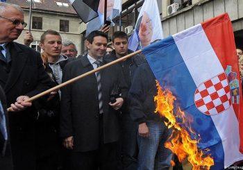 PSOVAO I GAZIO ZASTAVU Delegacija Hrvatske prekinula posjetu Srbiji zbog Šešelja