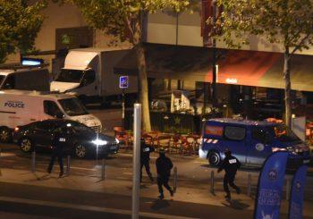 """NAPADAČ UZVIKIVAO """"ALAHU EKBER"""" Novi teroristički napad u Parizu"""
