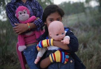 PRISILNO IM DAVALI LIJEKOVE Amerika tužena zbog drogiranja djece imigranata