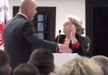 UMALO TUČA Haradinaj gurao stariju ženu na govornici VIDEO