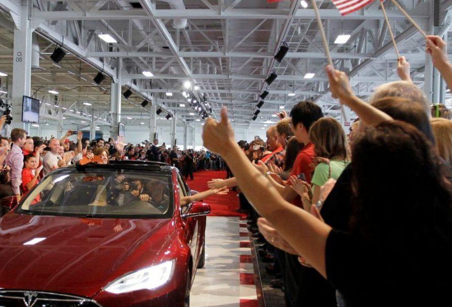 """""""TESLA"""" U KRIZI Najveći proizvođač električnih auta otpušta 10 odsto zaposlenih"""