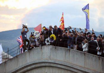 DOBITNICI POVELJE MIRA Premijeri Grčke, Crne Gore i Makedonije u Mostaru