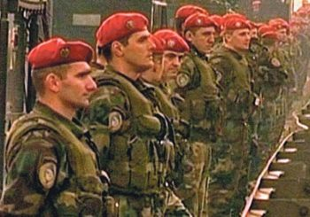 """PRESUDA """"Crvene beretke"""" oslobođene optužbi za pobunu protiv Đinđića 2001."""