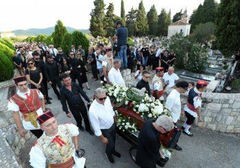 Oliver Dragojević sahranjen u rodnoj Veloj Luci na Korčuli