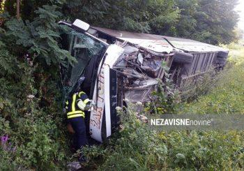 BANJALUKA Nakon sudara, autobus se prevrnuo, jedna osoba poginula, šest povrijeđenih