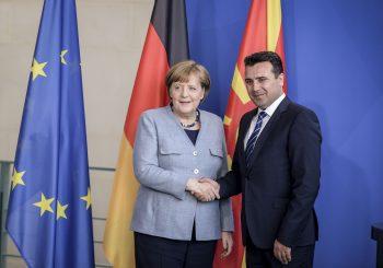 """MERKEL U SKOPLJU """"Ne sjedite kod kuće, izađite na referendum o dogovoru s Grčkom"""""""