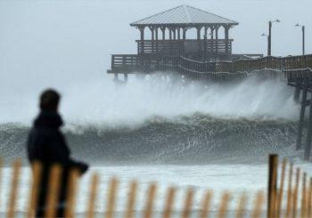 OBILNE PADAVINE I JAKI VJETROVI Uragan Florens hara Južnom i Sjevernom Karolinom